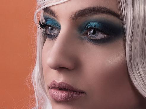 Editorial Blue Barbie
