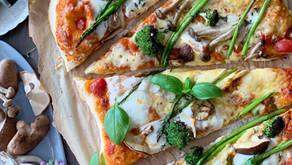 פיצה 4 גבינות מושלמת עם פטריות, אספרגוס וברוקולי