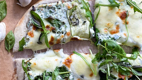פיצה ביאנקה עם תועפות ירוקים