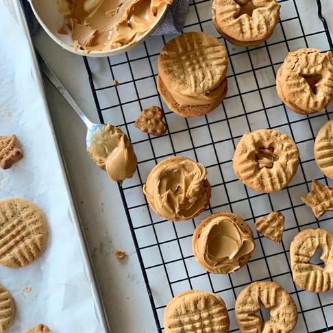 עוגיות סנדביץ': חמאת בוטנים