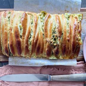 לחם לתלישה במילוי פסטו וגבינות