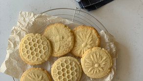 עוגיות כוורות ודבורים, או: עוגיות חותמות