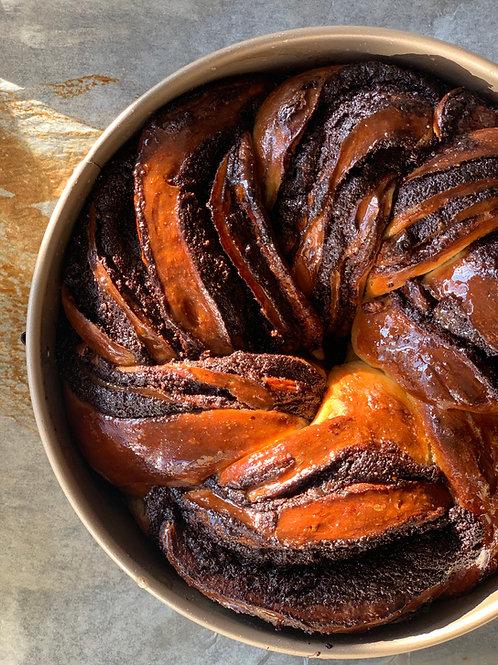 עוגת שמרים שוקולד עגולה חגיגית