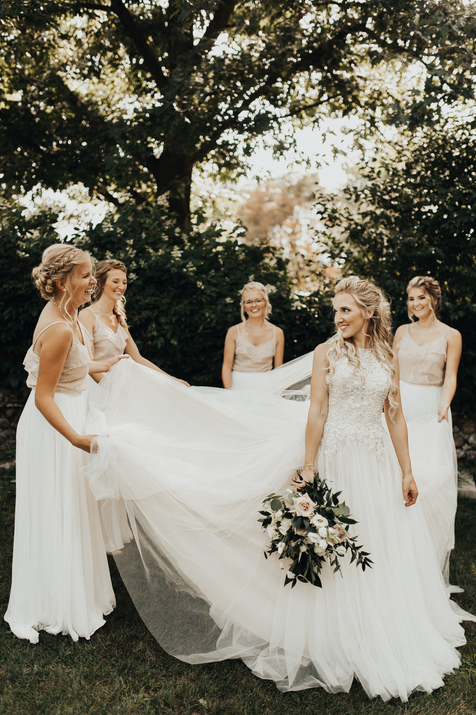Neutral summer wedding at the Craigowan Golf Course in Woodstock, Ontario. Photo by Paper Suitcase Photography.