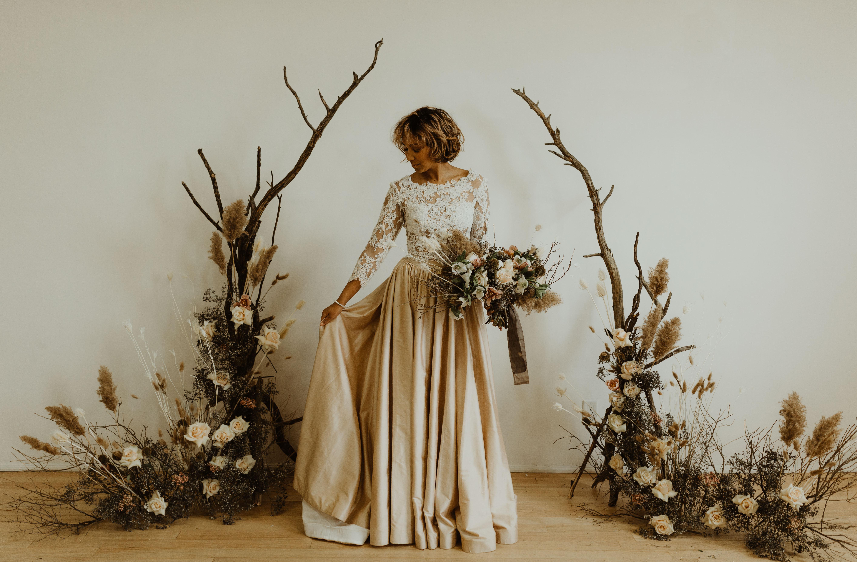 Moody Styled Spring Wedding at The Wade Studio in Toronto, Ontario. Photographer Sam Wilde Photograp