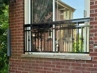Juliet balcony, aluminum picket