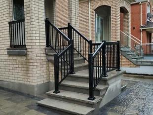 Aluminum picket railing