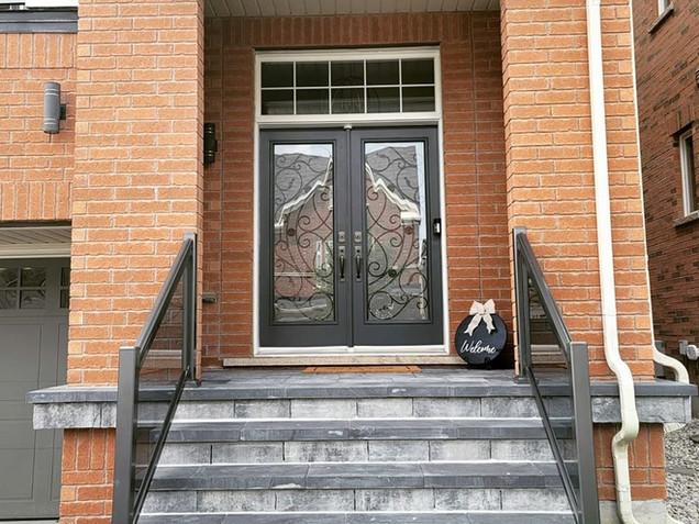 Aluminum glass railing