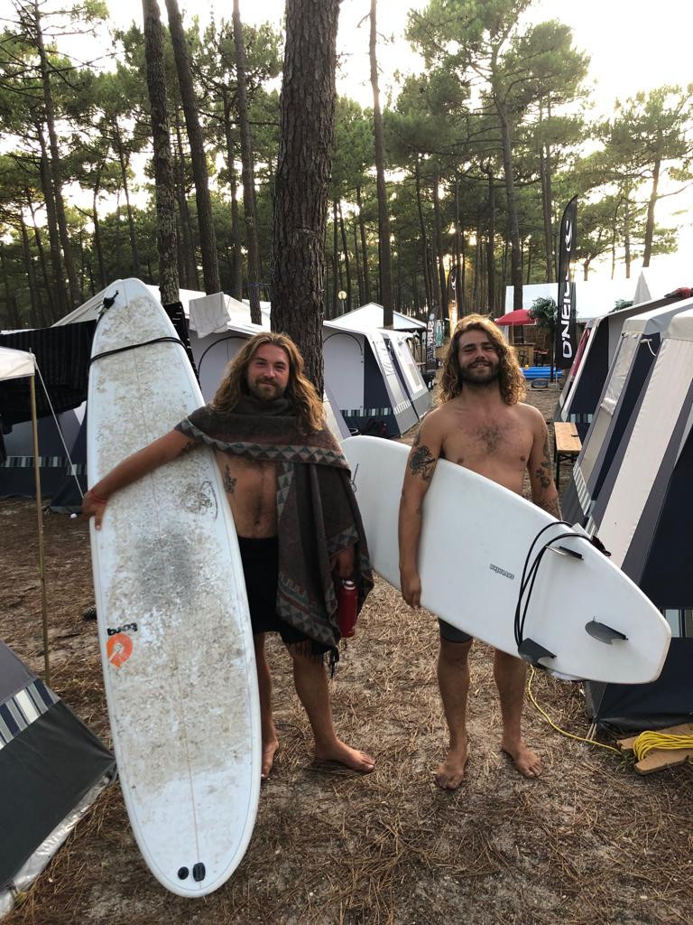 Max and Max surfing in France