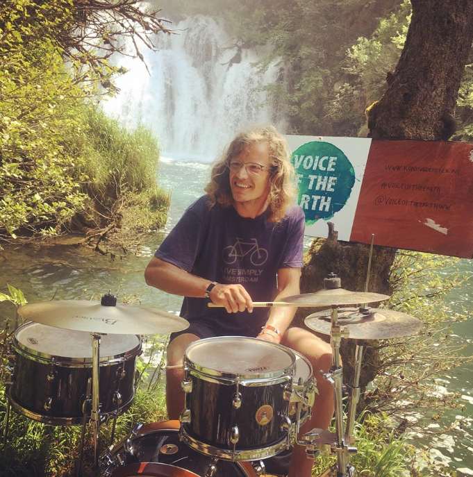 Peter de Koning playing his drums during the Voice of the Earth bicycle tour through Europe