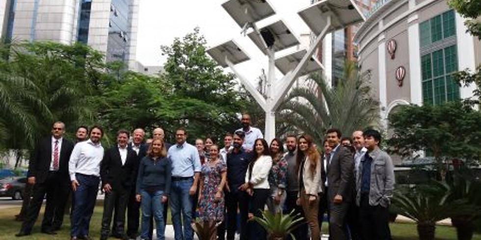 Inauguração árvore solar digital com wifi gratuito na Vila Olímpia