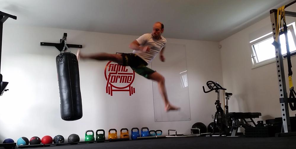 La préparation physique - coup de pied aérien