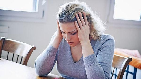 _93543905_c0244596-woman_with_headache-s