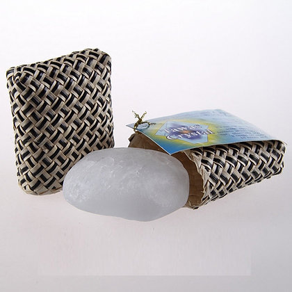 Кристалл прямоугольной формы в футляре из пальмы Пандан, 70 гр