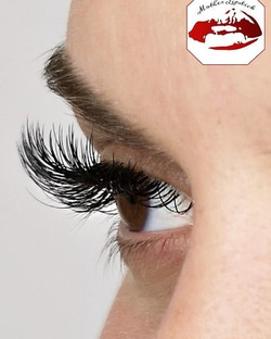 Love seeing the natural lashes poking ou