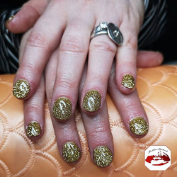 It's all about the #gold #glitter for th