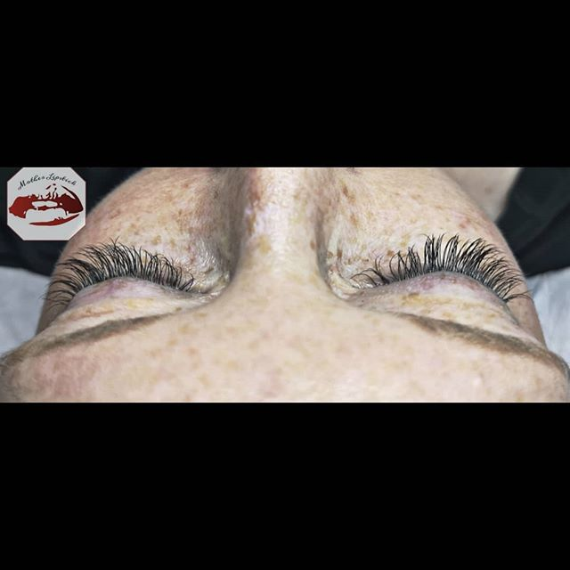 Beautiful classic lashes for this lash v