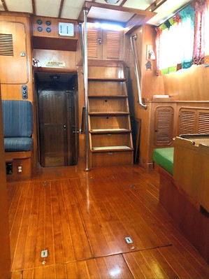 Main Salon (looking aft from galley)