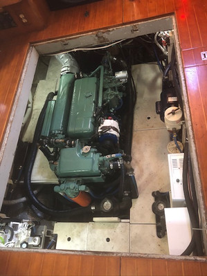 Spacious engine compartment