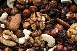 nuts-3841539_1920.jpg