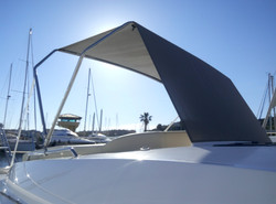 Création arceaux inox + toile ombrage bain de soleil avant - BAVARIA 450