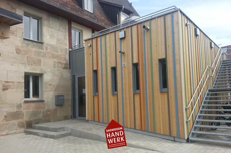 Bunte Holzfassade.jpg
