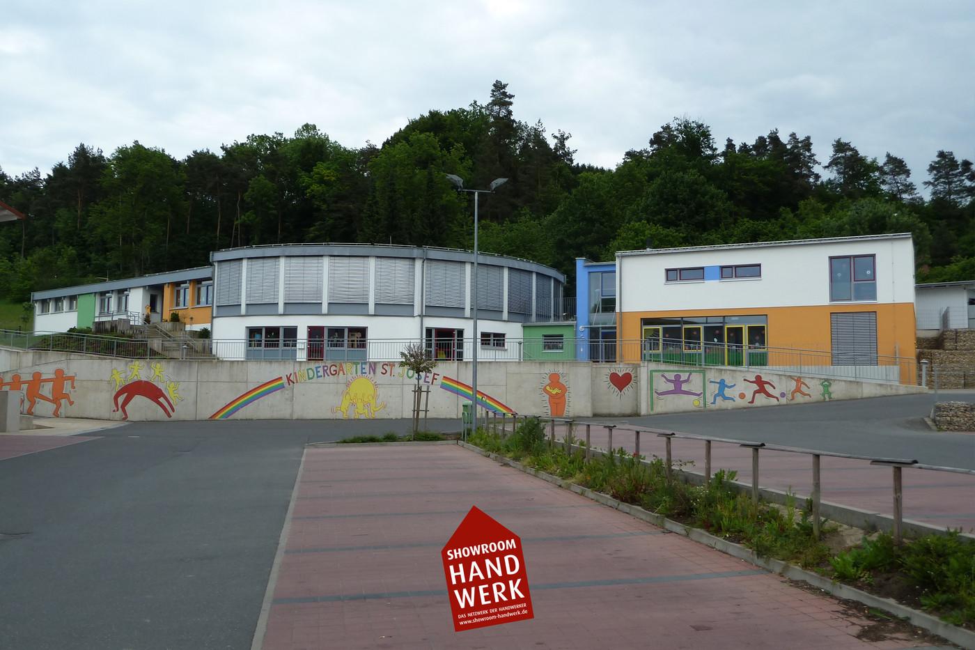 Farbenfroher Kindergarten.jpg