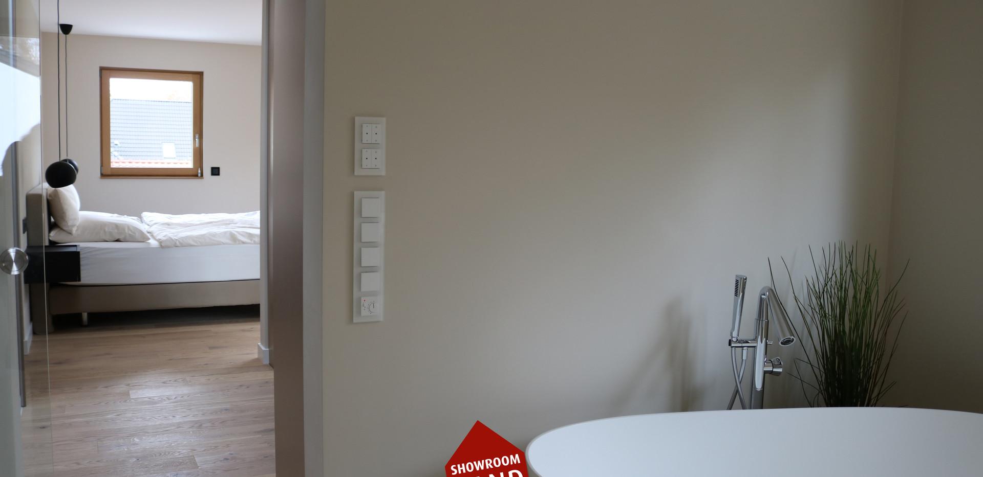 Gespachteltes Badzimmer mit Wanne