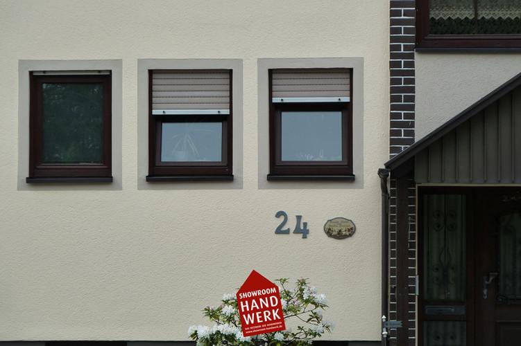 Fassade in Creme mit Faschen in Beige.jp