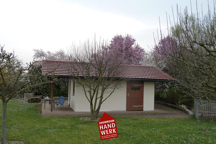 Beiges Gartenhaus.jpg