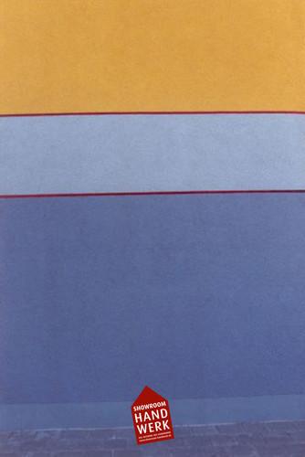Blauer Sockel mit Linierung.jpg