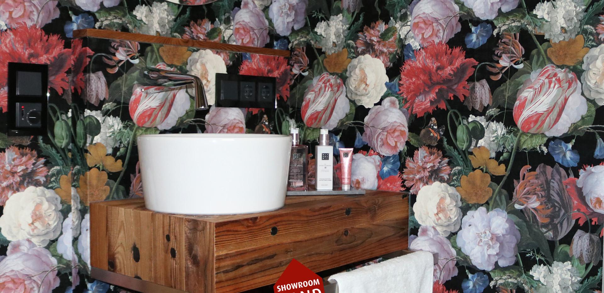 Exklusive Blumen Tapete im Badezimmer