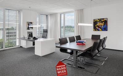 Büro in Weiß.jpg