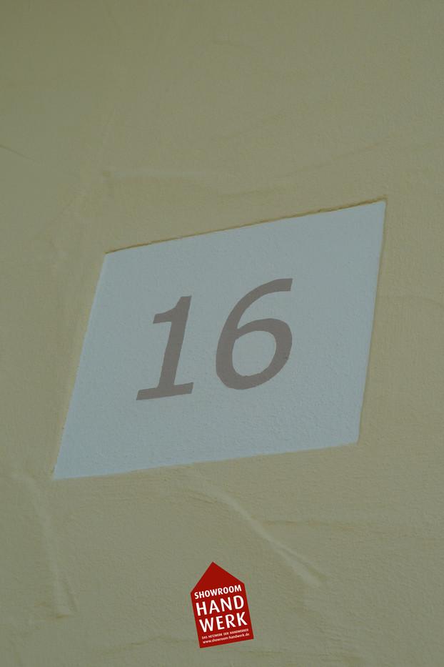 Hausnummer gemalt.jpg