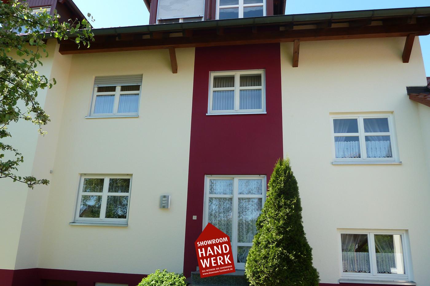 Fassade Creme mit Rot.jpg