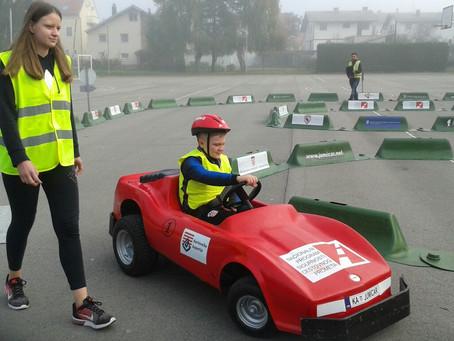 """Učenici 2.r. sudjelovali u programu """"JUMICAR"""""""