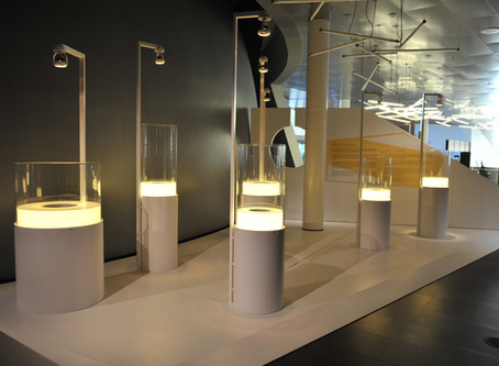 Plastique / Usinage de présentoir d'exposition en acrylique