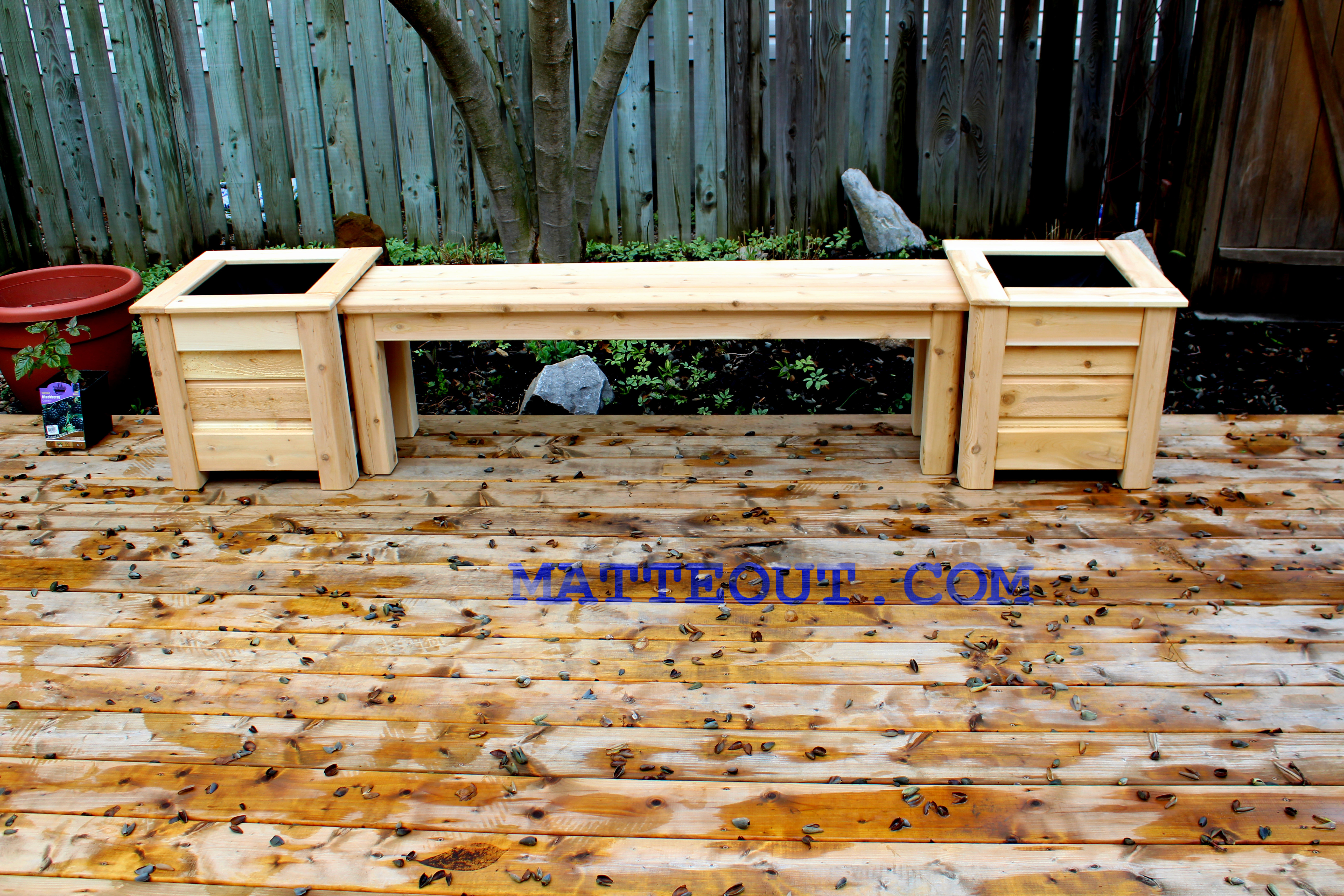 Bench with flowerpots 2