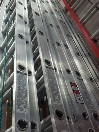 escalera-telescopica-de-aluminio-y-fibra