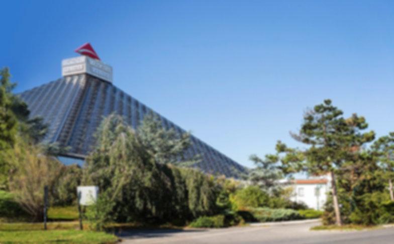 Eventhotel-Pyramide-Außenansicht3.jpeg