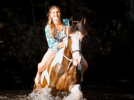 Pferde-Mensch Shooting im Wasser