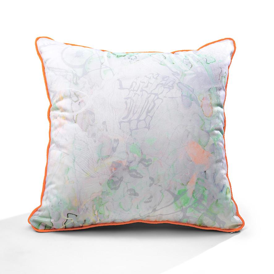 Staring Flowers piping cushion (hazy purple)