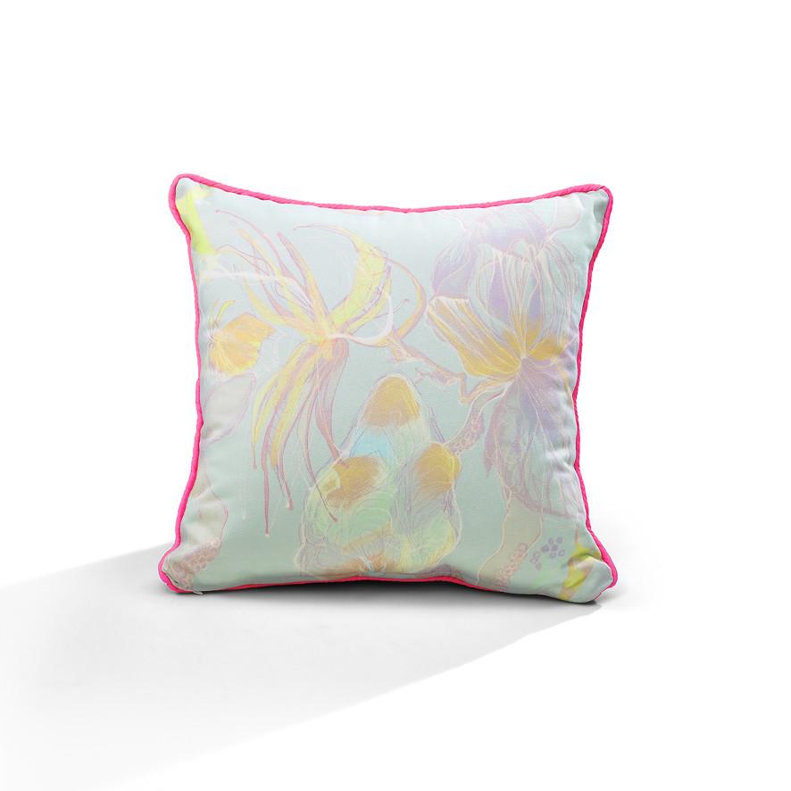 Leggy Heart piping cushion