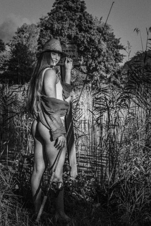 ae-artemis-rusty-black&white-vignette-gr