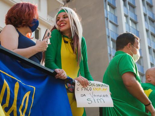 O Dia D bolsonarista reúne cosplay, pedidos de golpe e bandeiras estrangeiras na Paulista