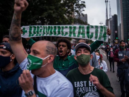 Torcidas protagonizam protestos pela democracia e contra Bolsonaro