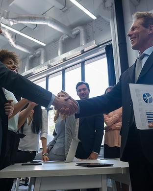 business-handshake-with-businesspeople-o