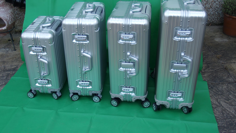 Set of four size Aluminium Case 20,24,26 and 29 inch (colour silver)