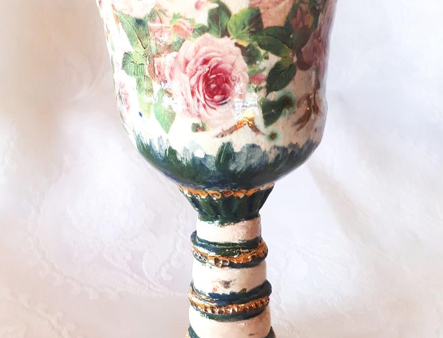 גביע קידוש מעוטר פרחים