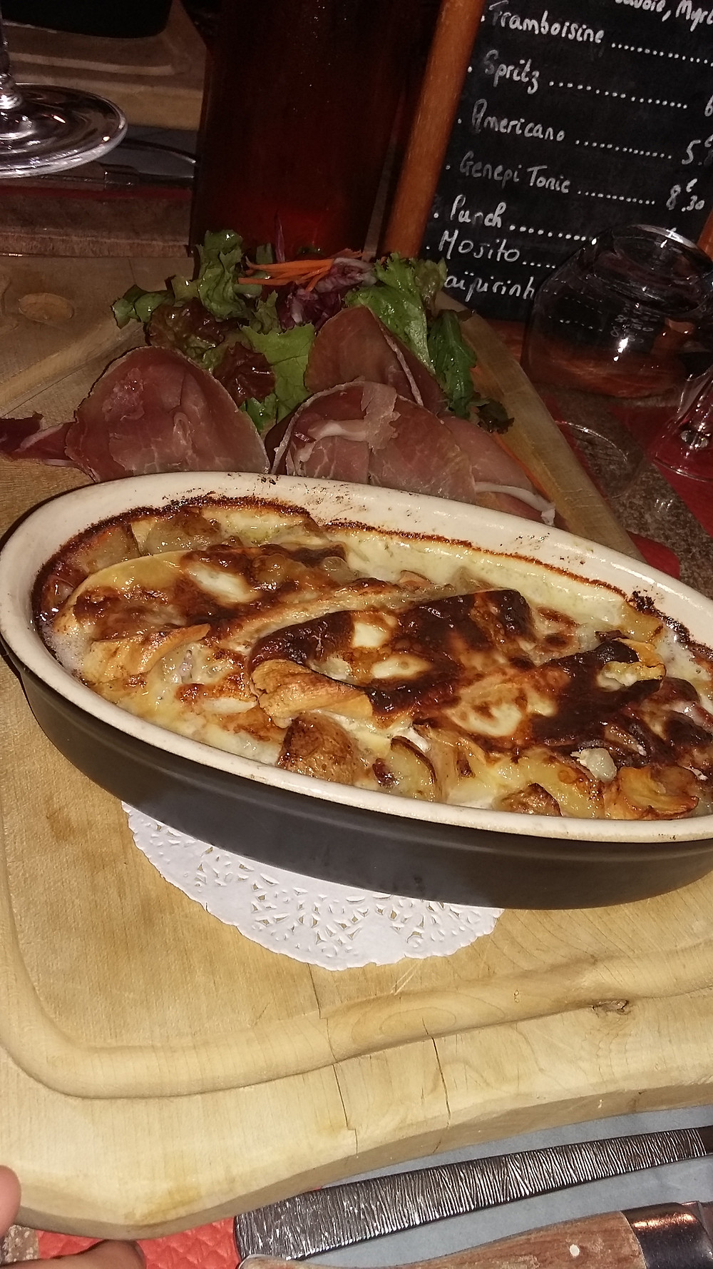 tartiflette Calèche restaurant la clusaz